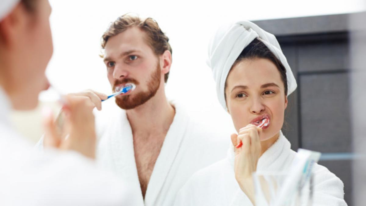 Lavarse los dientes bien tiene truco: del cepillo al ...