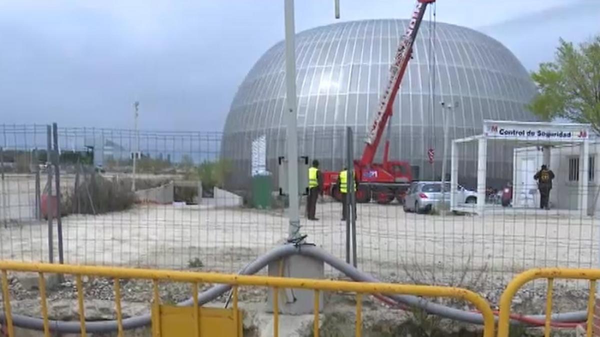 Efectivos de la UME habilitan la nueva morgue en la Ciudad de la Justicia de Madrid