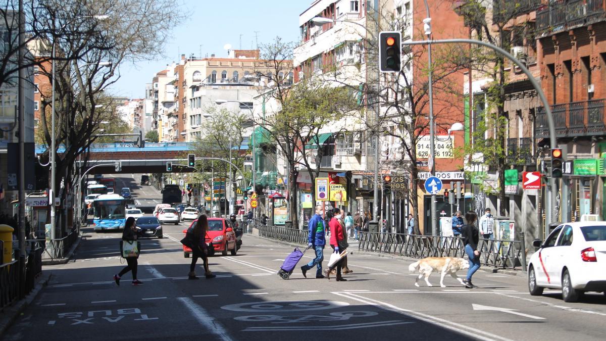 """Vallecas, el distrito con más multas por saltarse el encierro: """"Hay familias metidas en 50m²"""""""