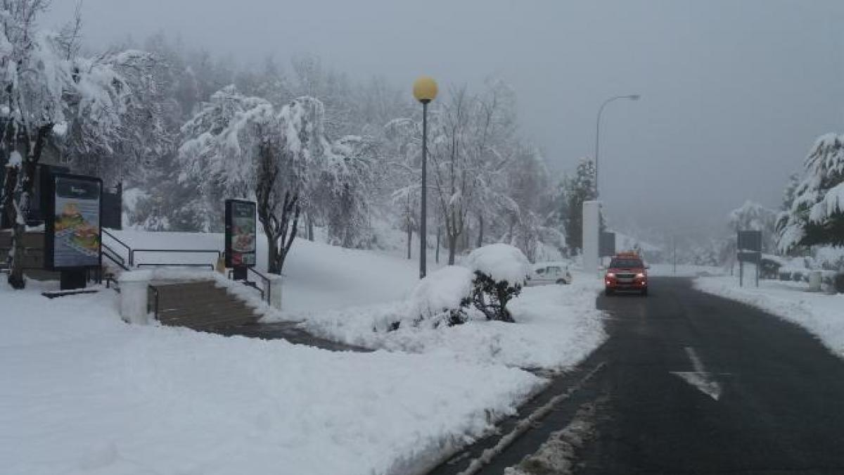 La nieve complica la escasa circulación en Madrid
