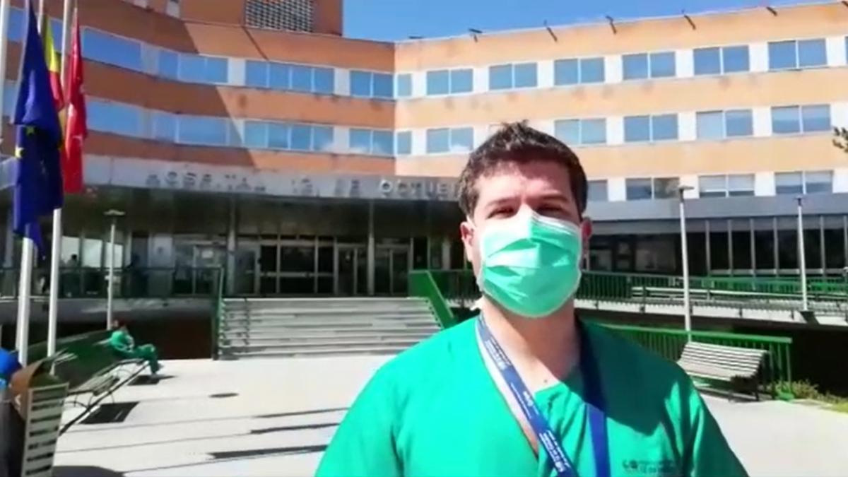 """Un enfermero del Hospital 12 de Octubre alerta sobre la desprotección de los sanitarios: """"Está siendo un desastre"""""""