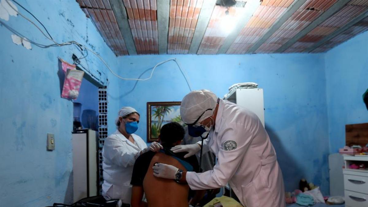 alt - https://imagenes.20minutos.es/files/og_thumbnail/uploads/imagenes/2020/04/08/coronavirus-en-brasil.jpeg