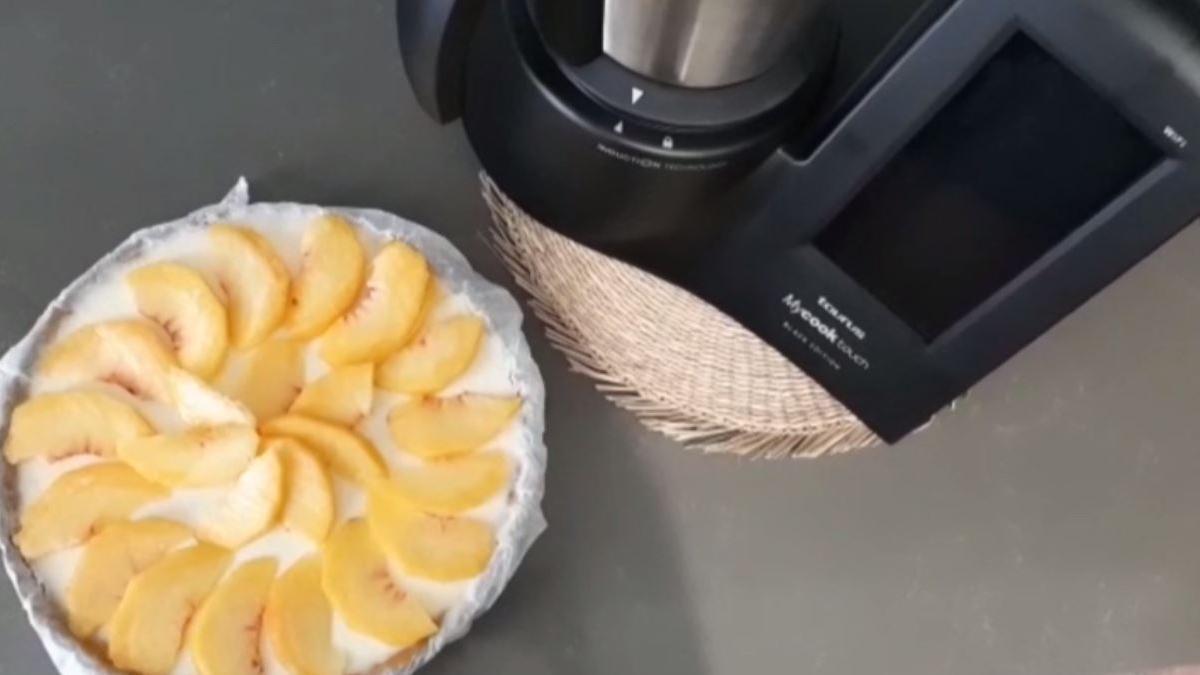 Probamos el robot de cocina de Taurus para preparar una tarta de queso y melocotón