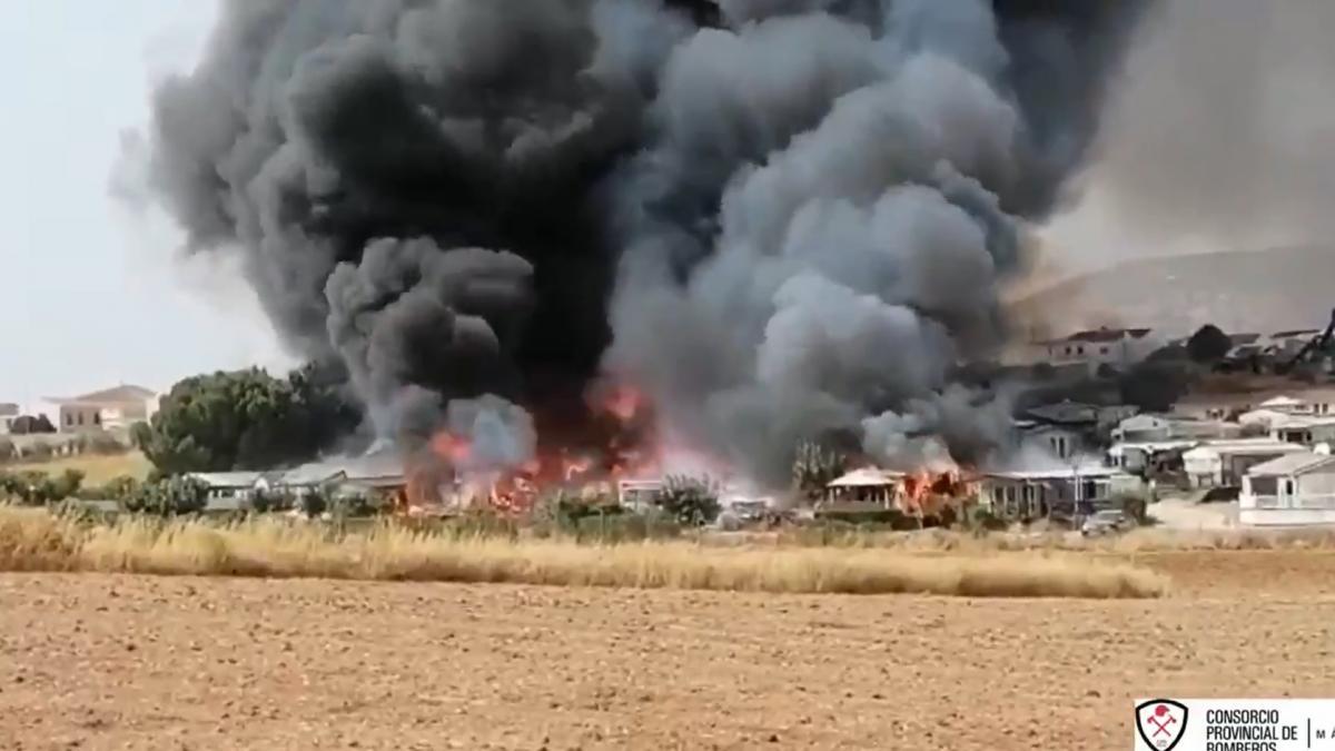 Un aparatoso incendio obliga a desalojar a 70 personas de un camping de Málaga 2