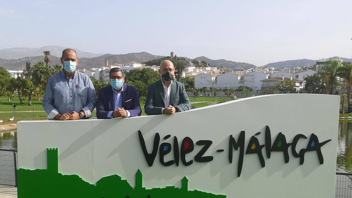 Turismo.- El Ayuntamiento de Vélez incorpora en el Parque María Zambrano un nuevo elemento promocional 1