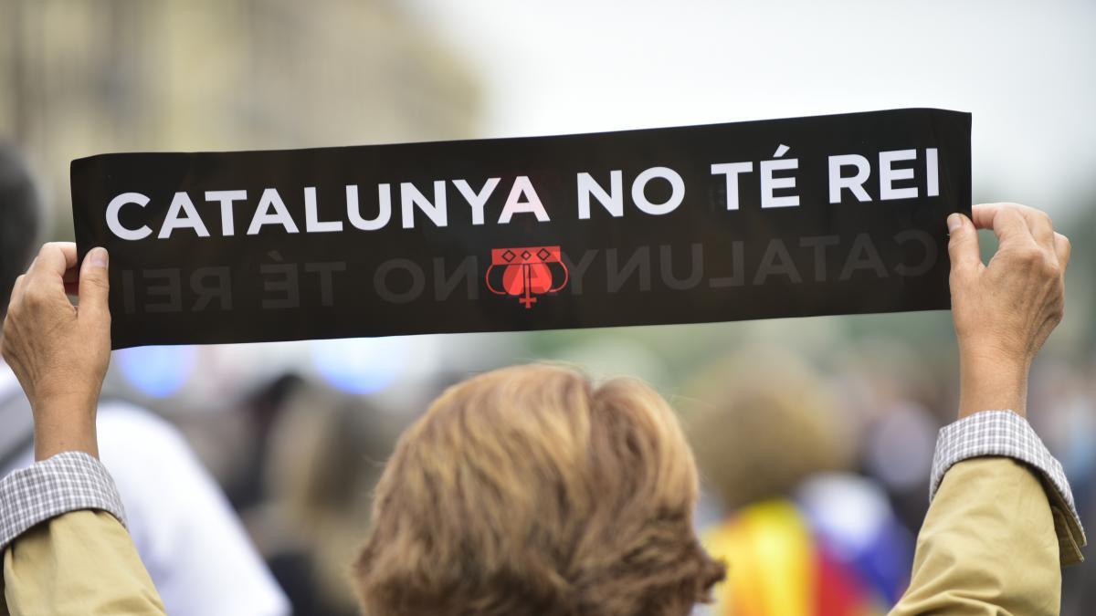El 71,1% de los catalanes quiere una república y el 14,5% una monarquía, según el CEO