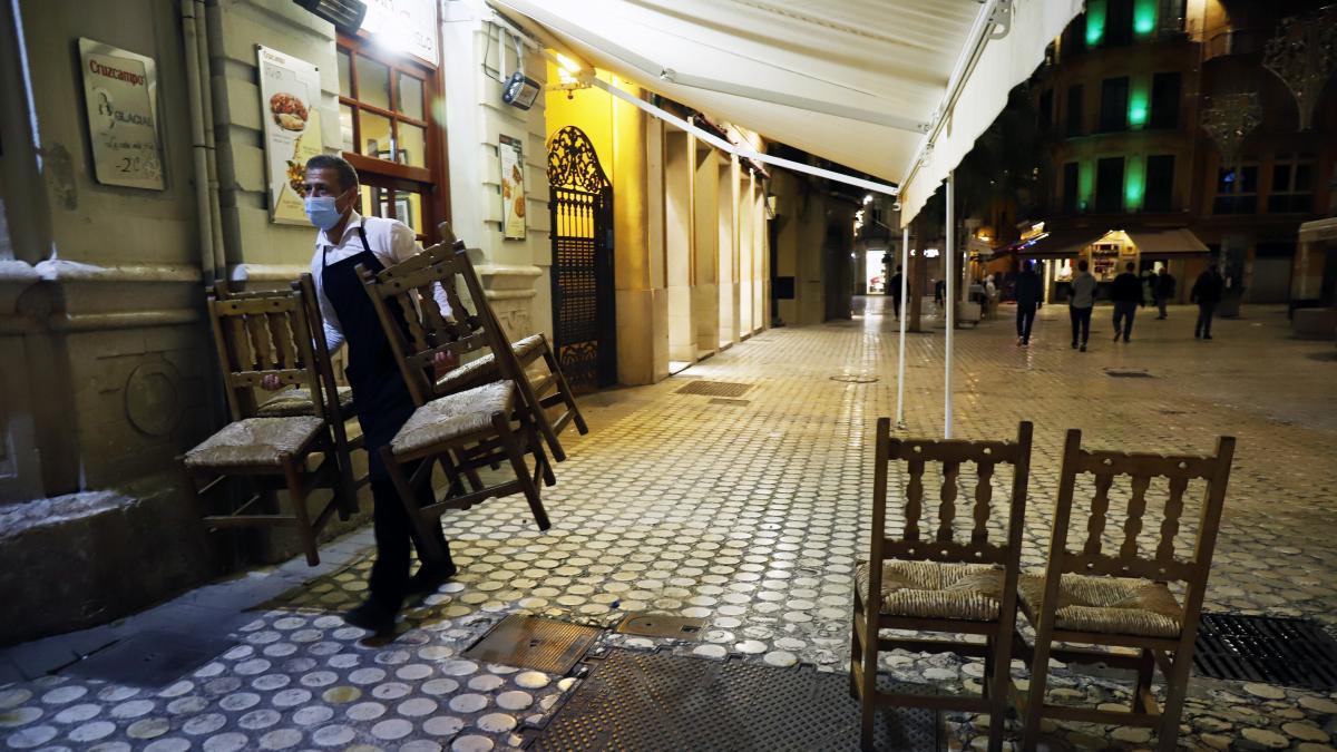 Galicia, Murcia, Vitoria, Sevilla... crece la avalancha de cierre de bares y confinamiento de ciudades por la COVID