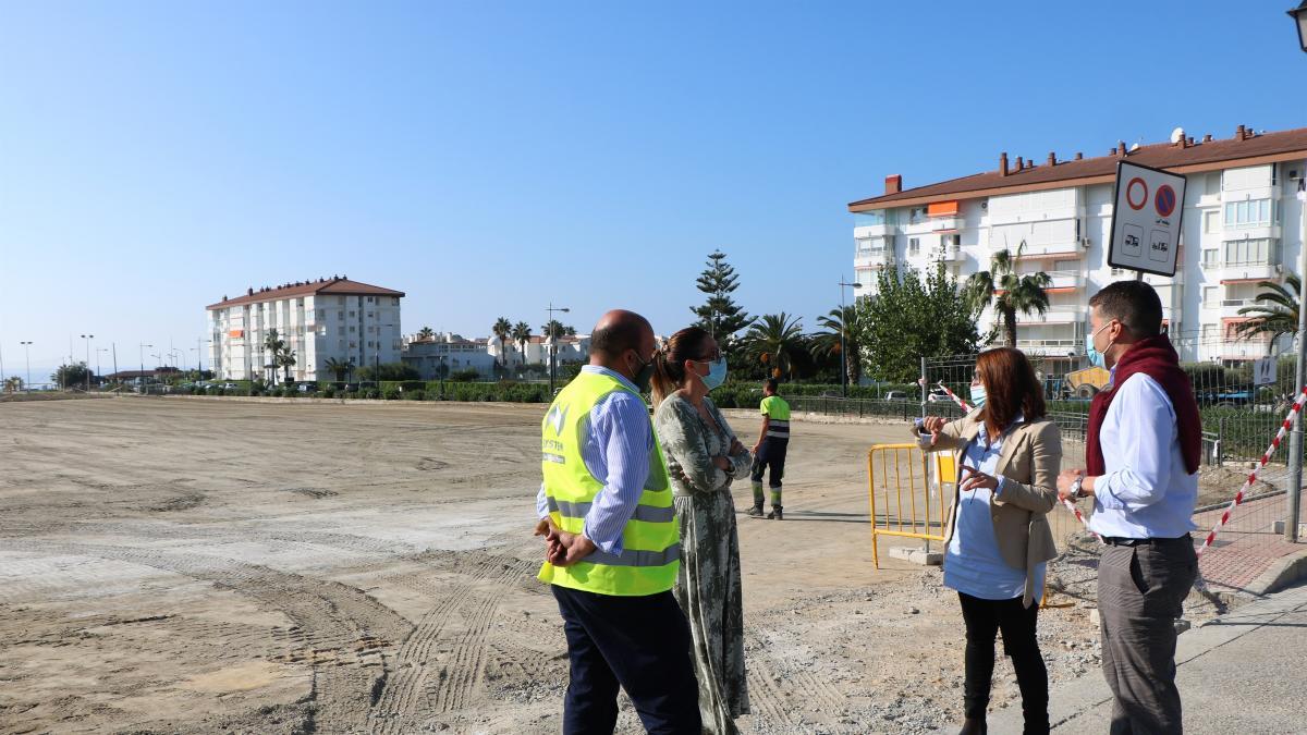 Comienzan las obras de una nueva bolsa de aparcamiento en Torrox Costa 1
