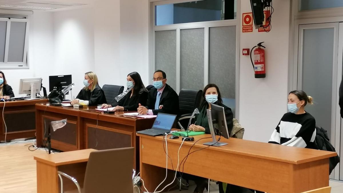 El jurado declara culpable de asesinato a la acusada de matar al hijo de su pareja en Elda