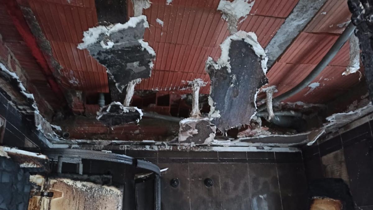 Sucesos.- Dos heridos por inhalación de humo y quemaduras leves en un incendio de una vivienda en el centro