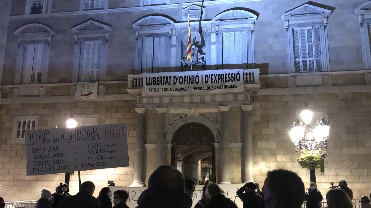 """Unos 50 CDR se concentran en la plaza Sant Jaume de Barcelona """"contra la represión"""""""