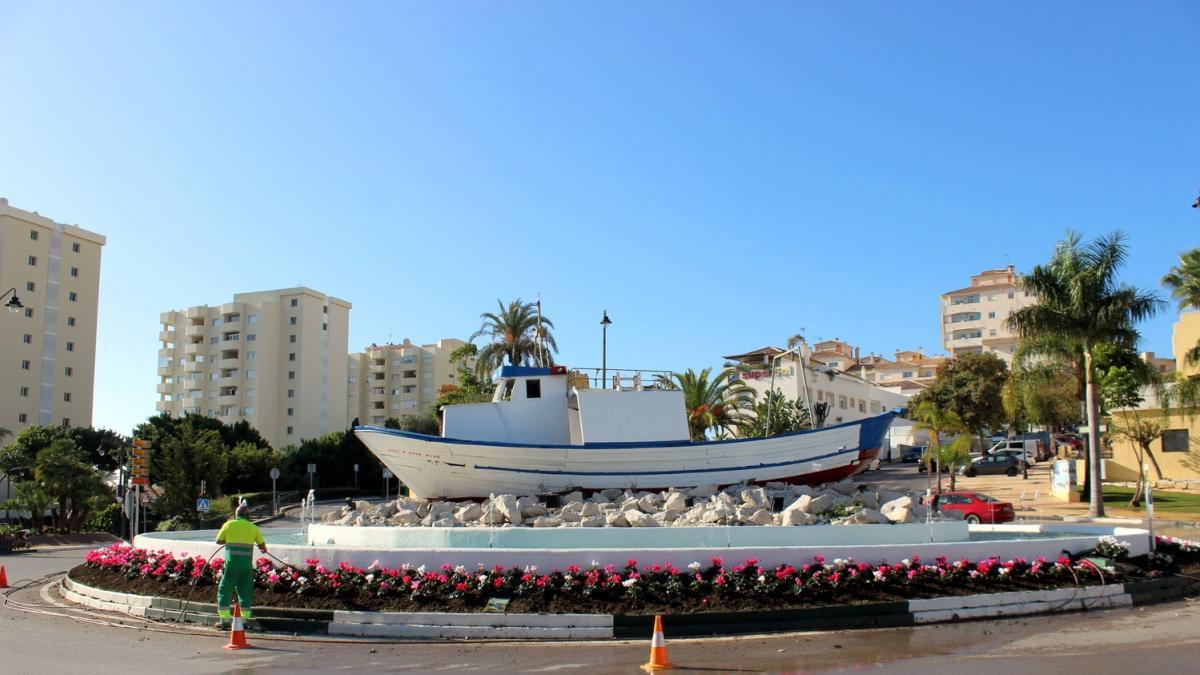 El Ayuntamiento de Estepona inicia la plantación de 20.000 plantas para embellecer las zonas verdes en Navidad 1