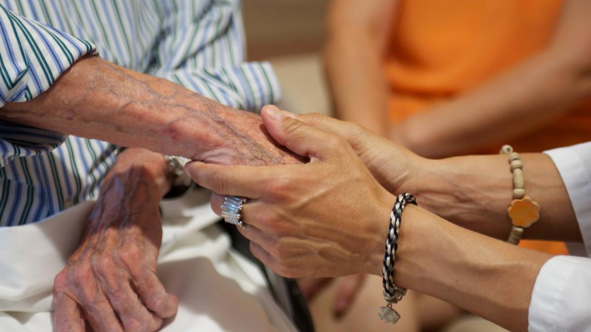 Ayuntamiento de Málaga acuerda con Cruz Roja, Harena y Asite desarrollar proyectos contra soledad de mayores 1