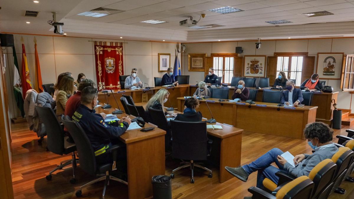 Ayuntamiento de Benalmádena actuará en el complejo Los Tres Pintores y en buscar solución a sus moradores 1