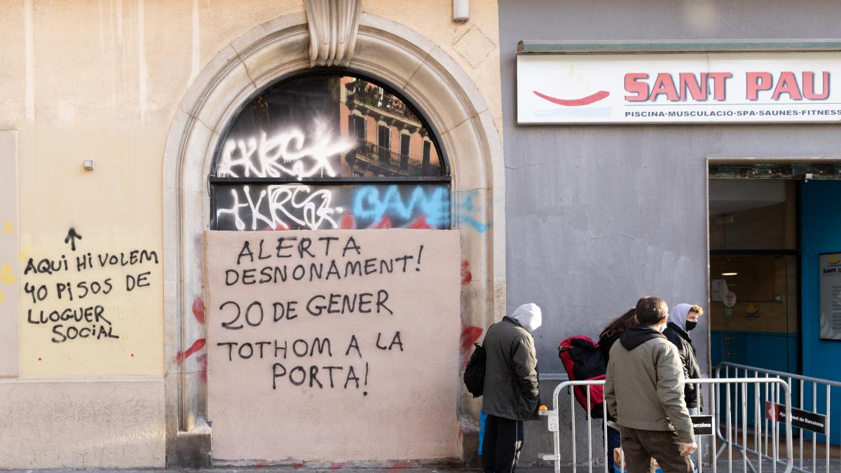 """El gimnasio social Sant Pau lucha por evitar el desahucio: """"Si cierran no tendré donde ducharme con agua caliente"""""""