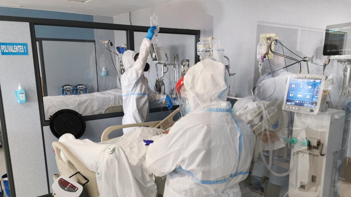 Andalucía aprobará la próxima semana un Plan 7.000 en los hospitales ante el incremento de ingresos por la Covid-19