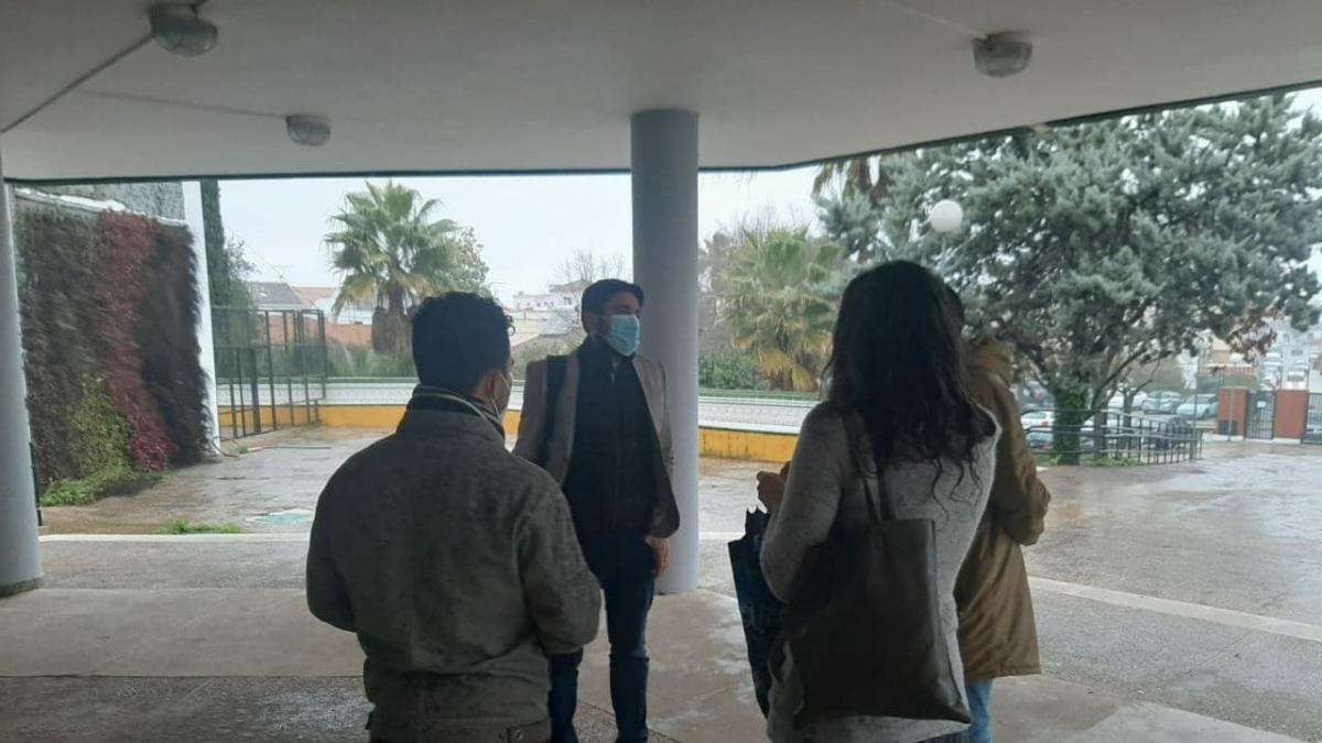 Adelante reclama a Educación mayor seguridad en el IES Heliche de Olivares tras la agresión a un docente