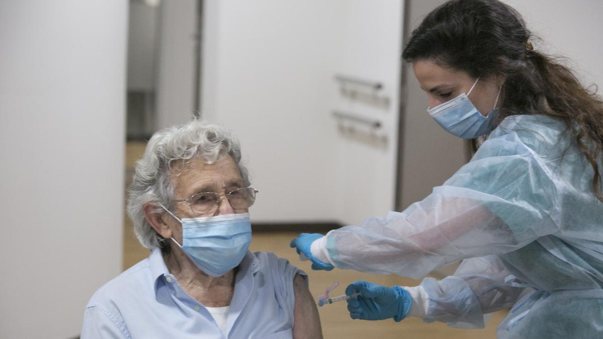 Asturias administra el 82,6% de las vacunas recibidas y 13.727 personas ya recibieron la segunda dosis
