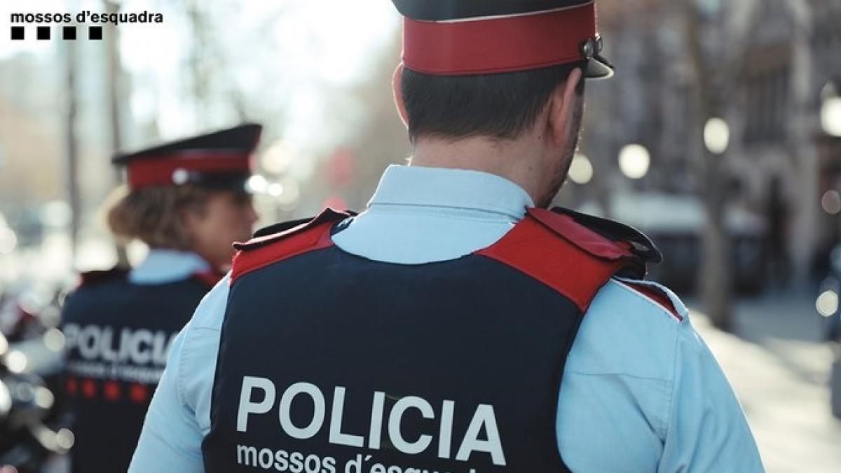 Los Mossos denuncian a 20 personas por participar en una fiesta ilegal en una nave de Vilassar de Mar (Barcelona)
