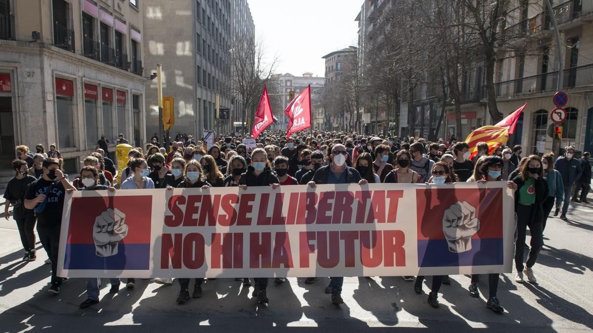 Unas 800 personas se manifiestan por la libertad de expresión y por Hasel en Girona