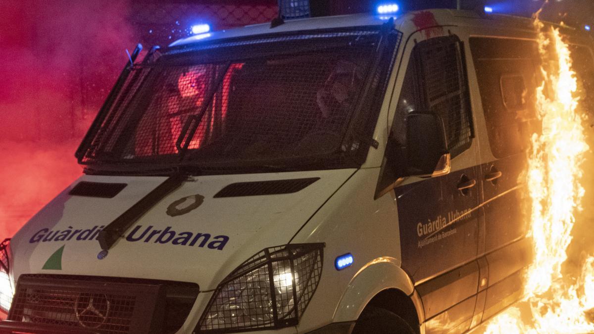 El sindicato Sapol se personará como acusación contra los responsables de quemar la furgoneta de la Urbana