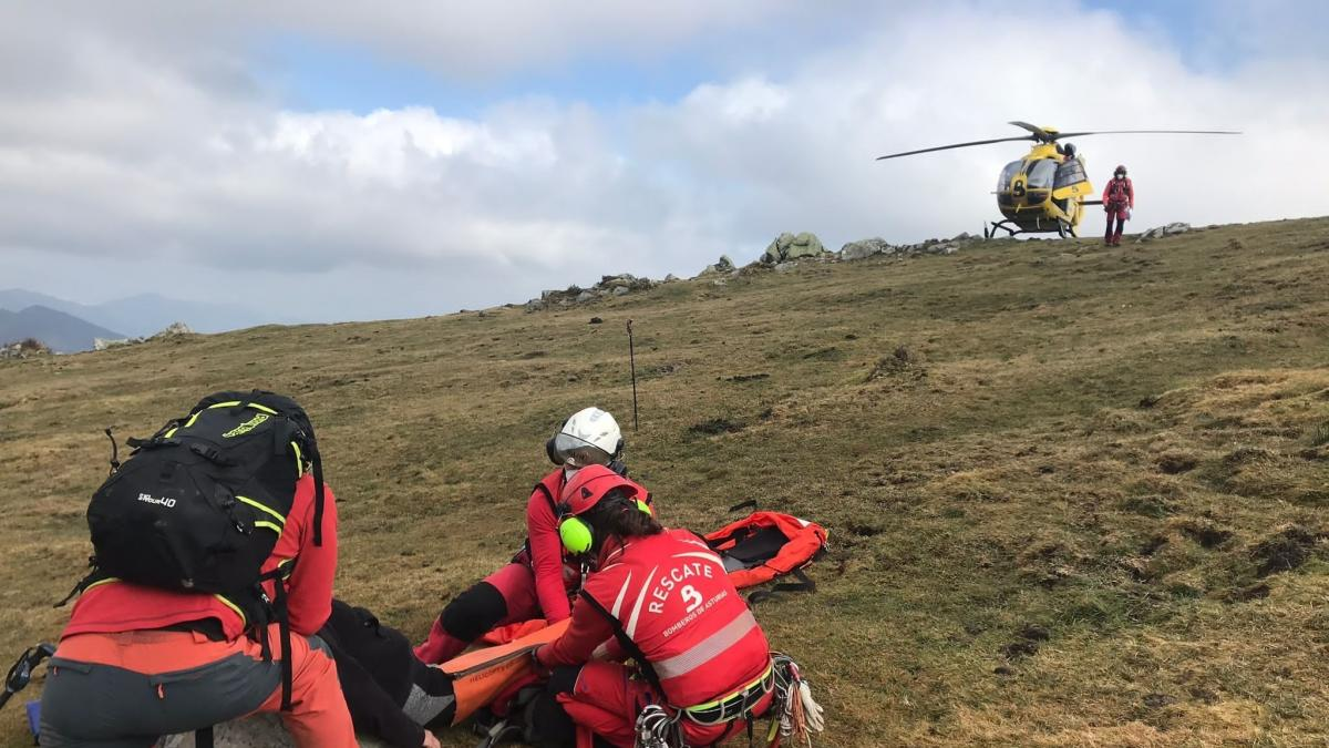 Herida una mujer en una pierna mientras hacía una ruta de montaña en Peñamayor, Nava