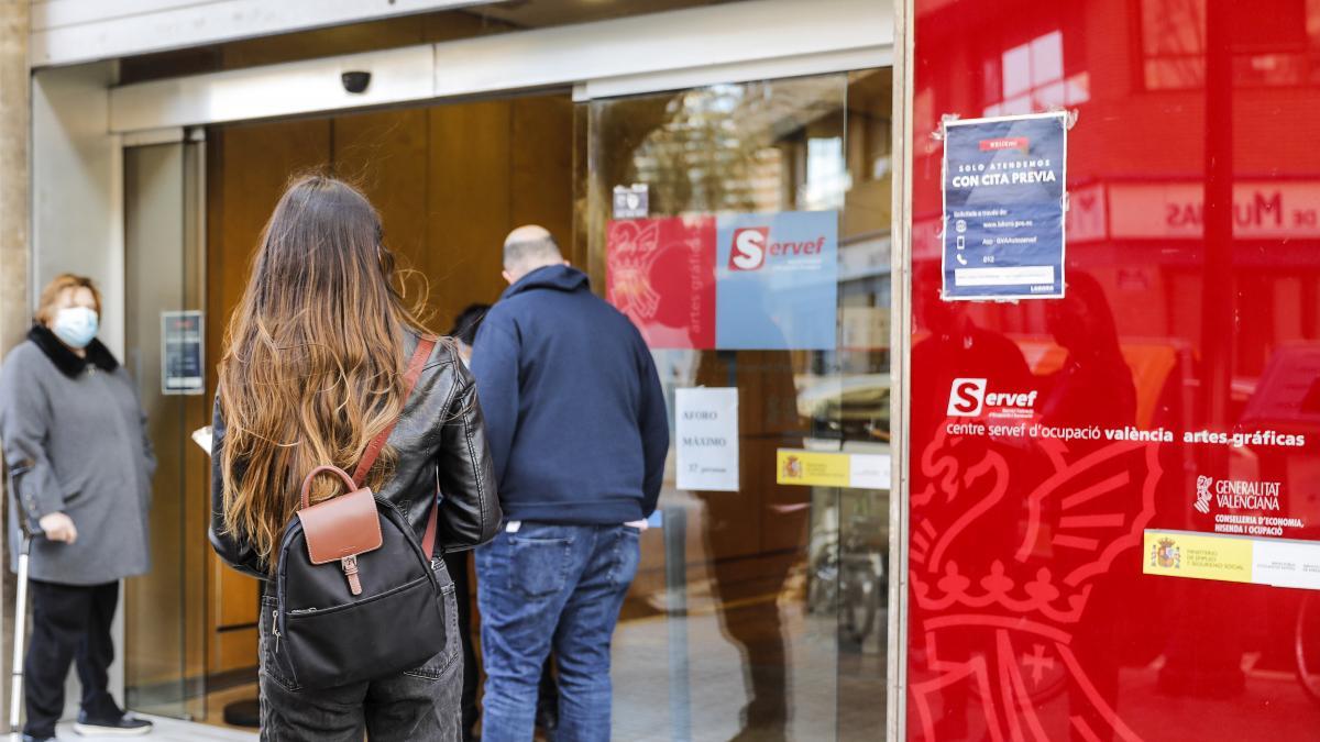 Grandes empresas inician ajustes y despidos que afectarán a más de 23.000 trabajadores por la crisis del coronavirus