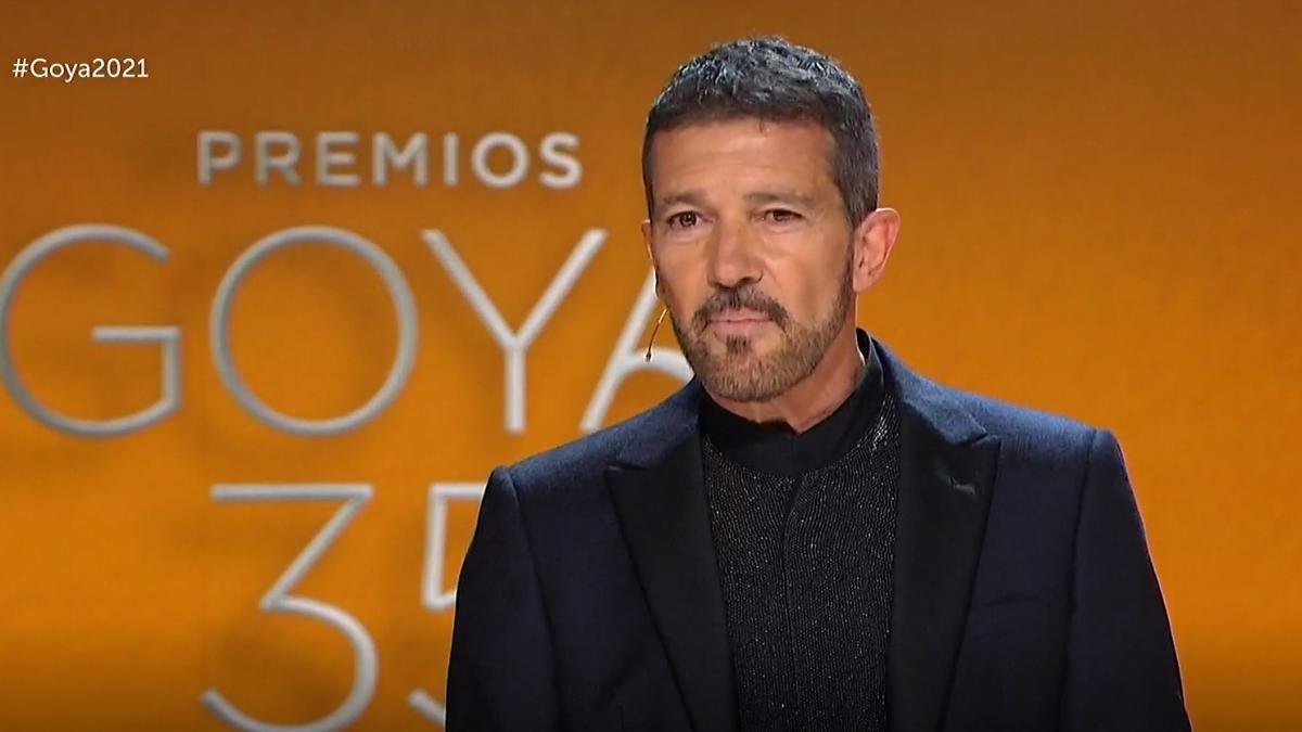 Premios Goya 2021: Antonio Banderas reivindica el cine y pide un minuto de silencio por las víctimas de la pandemia