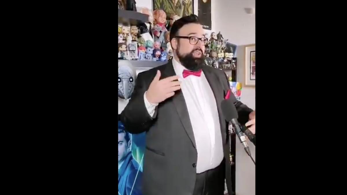 Goya 2021: El director de 'Orígenes secretos' se prepara para la gala rapeando