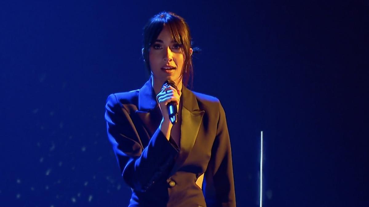 De Aitana con 'Happy Days Are Here Again' al 'Me quedo contigo' de Rosalía: las mejores covers recientes de los Premios Goya