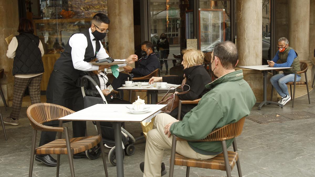 Casi uno de cada cuatro contratos de trabajo en 2020 fue firmado por personas sobrecualificadas para el puesto