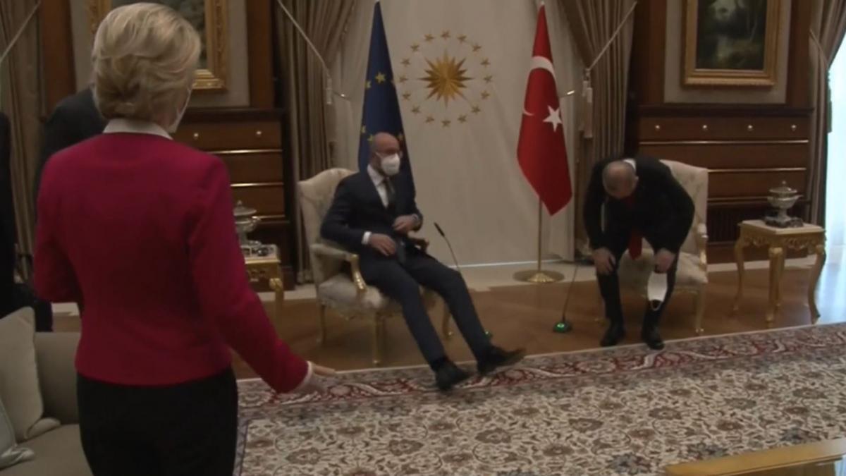 """El presidente del Consejo Europeo da su versión de la """"penosa"""" situación vivida por Von de ..."""