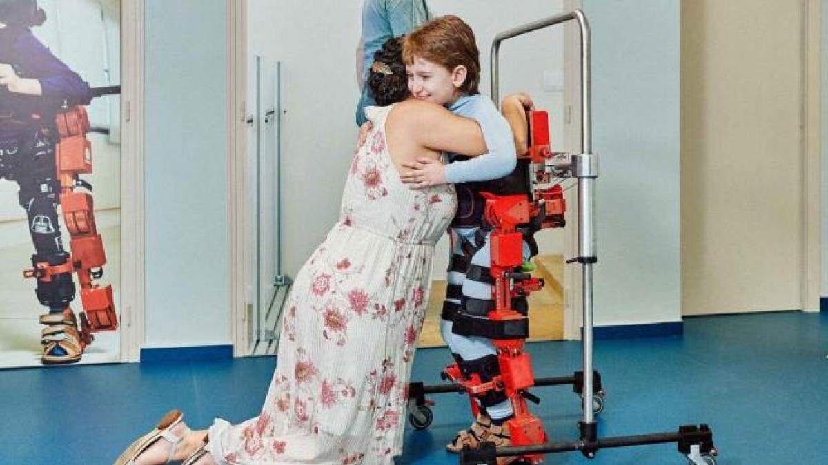"El primer exoesqueleto infantil ya puede comercializarse: ""Vamos a poder ayudar a 17 millones d ..."