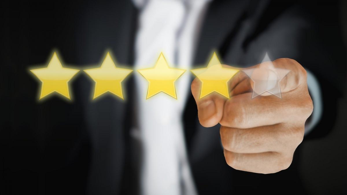 Reseñas falsas: cómo detectar cuándo una opinión no es auténtica en Amazon y otras plataformas