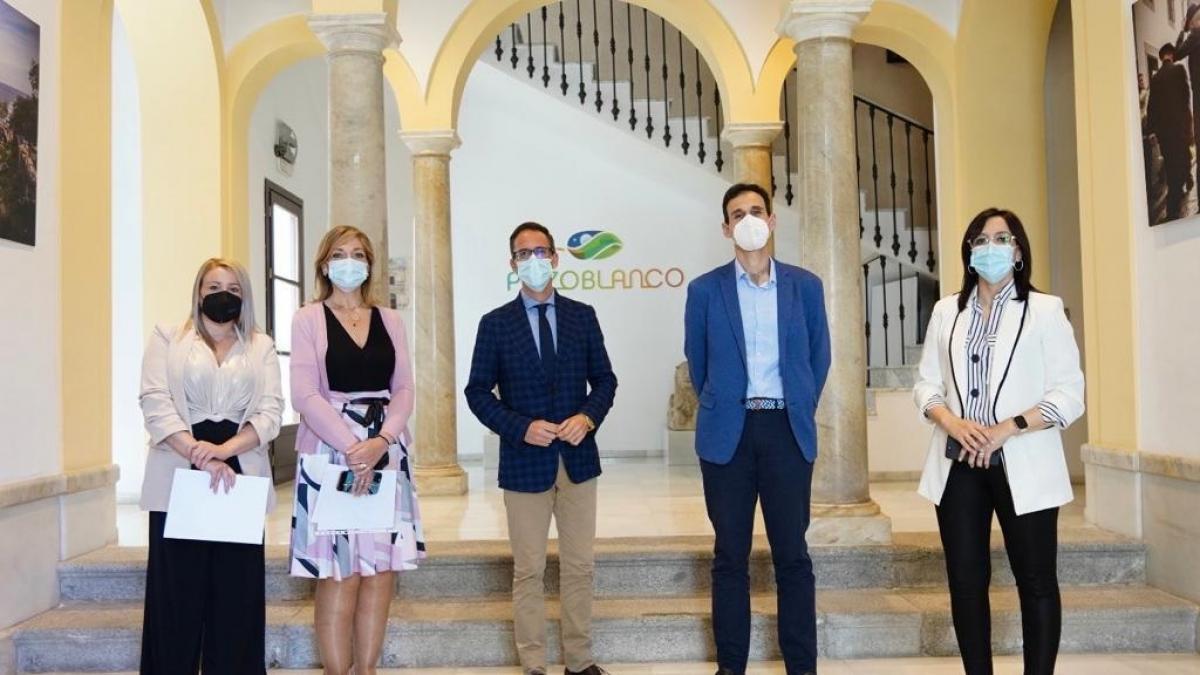 El Ayuntamiento de Pozoblanco y la Junta apuestan por la coordinación para intensificar las políticas sociales
