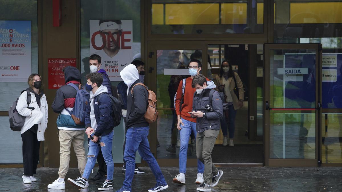 Colectivos de estudiantes piden que la 'ley Castells' haga gratuita la primera matrícula en la universidad