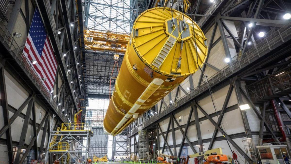 El cohete 'SLS' está preparado: así es la nave en la que la NASA enviará pasajeros a la Lu ...