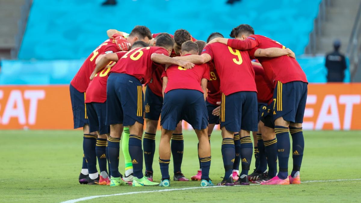 España sobrevive a la montaña rusa de la fase de grupos de la Eurocopa: del mar de dudas a la euforia
