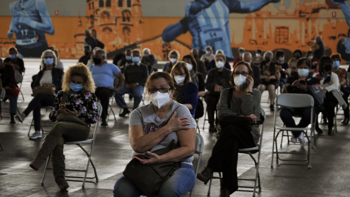 Sanidad anuncia la llegada de tres millones de dosis y fija un nuevo hito en la vacunación para medi ...