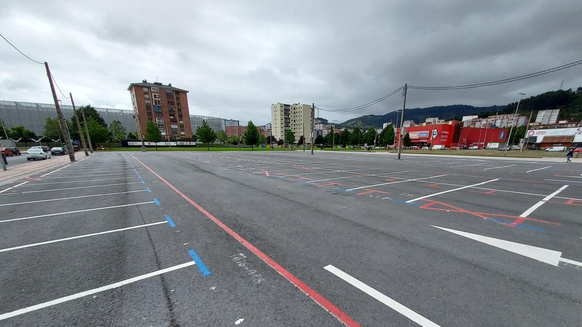 Barakaldo habilita en Ansio 204 plazas de aparcamiento regulado por OTA en la explanada para el mercadillo