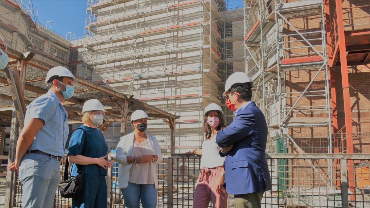 La rehabilitación de las fachadas de la Residencia de Mayores 'Virgen del Prado' de Talavera culminará en junio de 2022