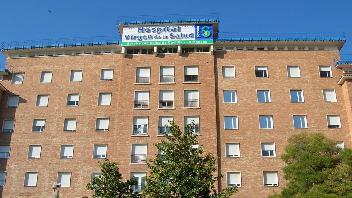 Trasladan al hospital a un trabajador de 63 años tras caerse de un tejado a 7 metros de altura en Los Cortijos