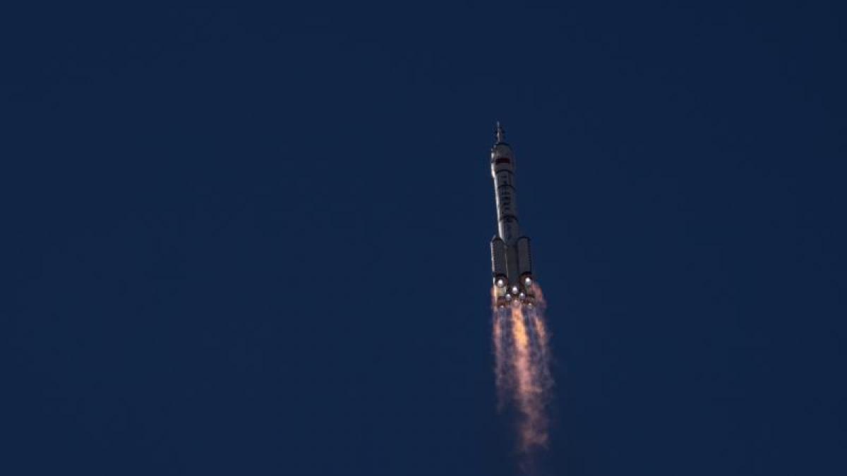 Los primeros inquilinos de la futura estación espacial china aterrizan en la Tierra después de tres ...
