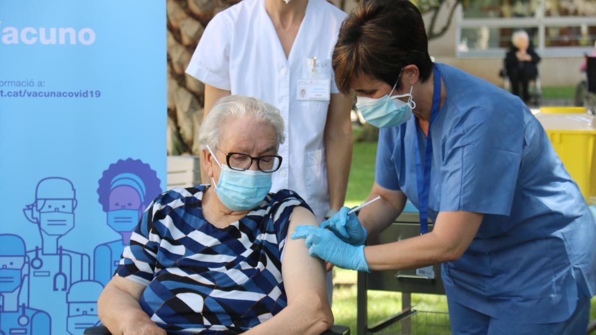 La señora Josefa suma nuevo récord y ya tiene la tercera dosis de la vacuna contra la COVID-19
