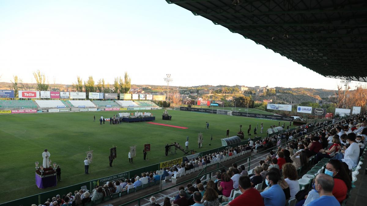 Un total de 4.000 personas se reúnen en Toledo para celebrar una misa por el inicio del curso de la Junta de Cofradías