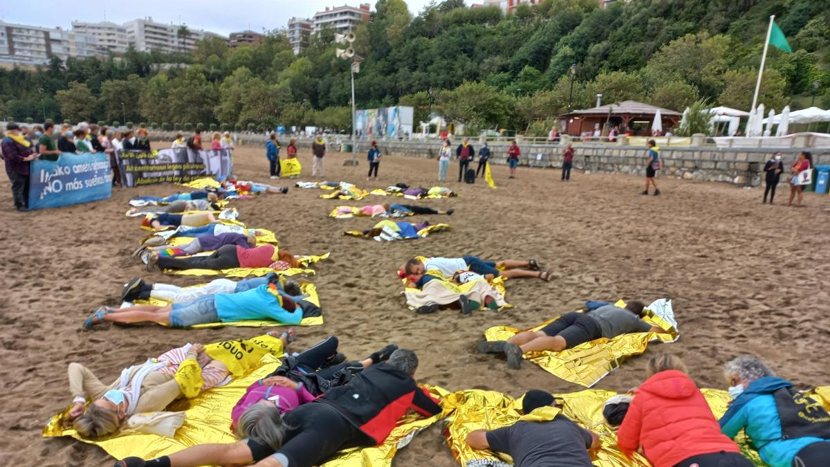 """Denuncian en Getxo las políticas de la UE y que los mares """"se transformen en tumbas de miles de personas migrantes"""""""