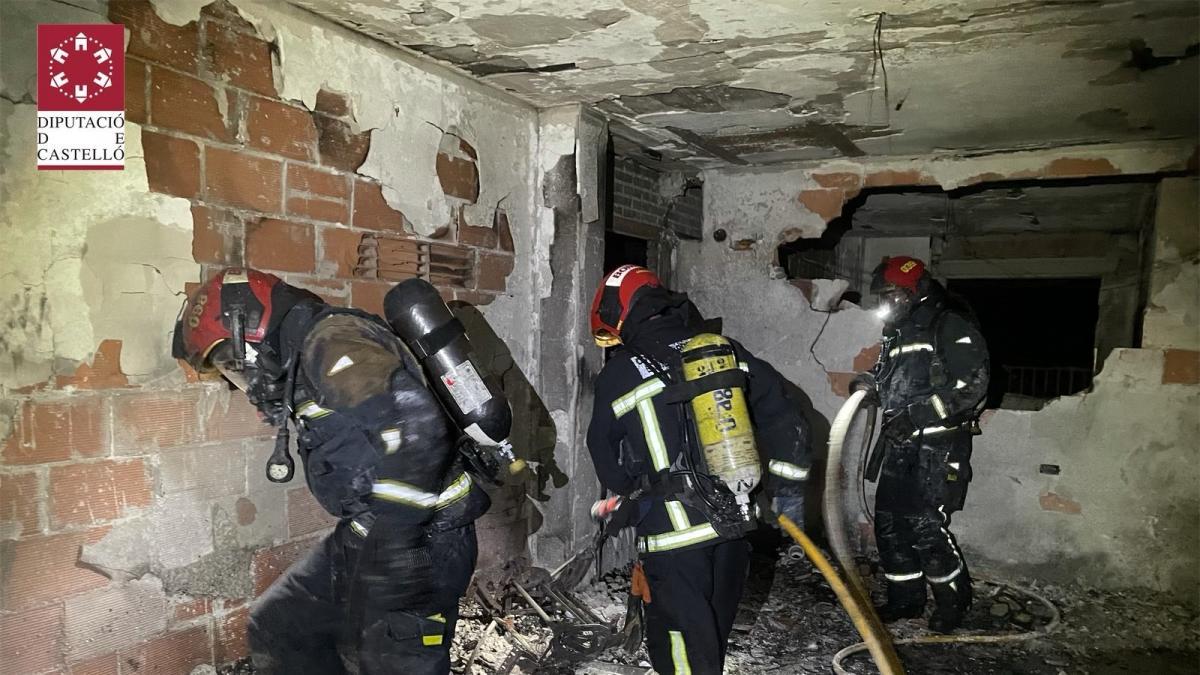 Sucesos.- Rescatadas ocho personas y dos heridas en el incendio de un vivienda en Benicàssim