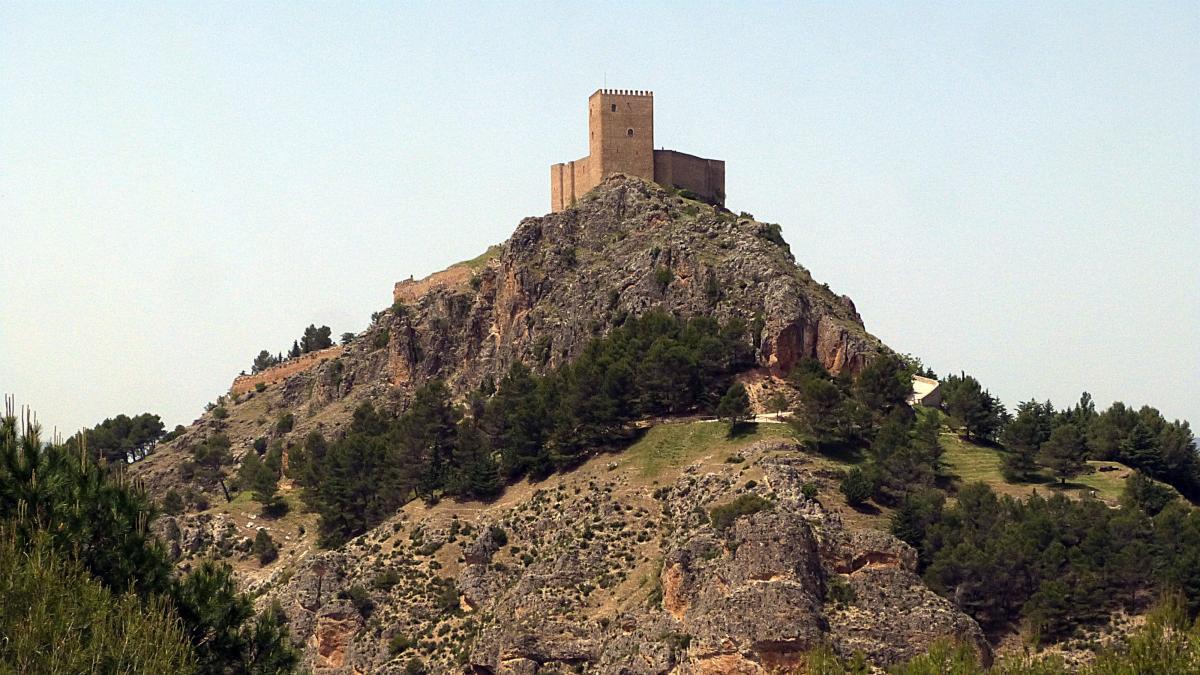 Lastres, Albarracín... Diez pueblos españoles que desafían la ley de la gravedad