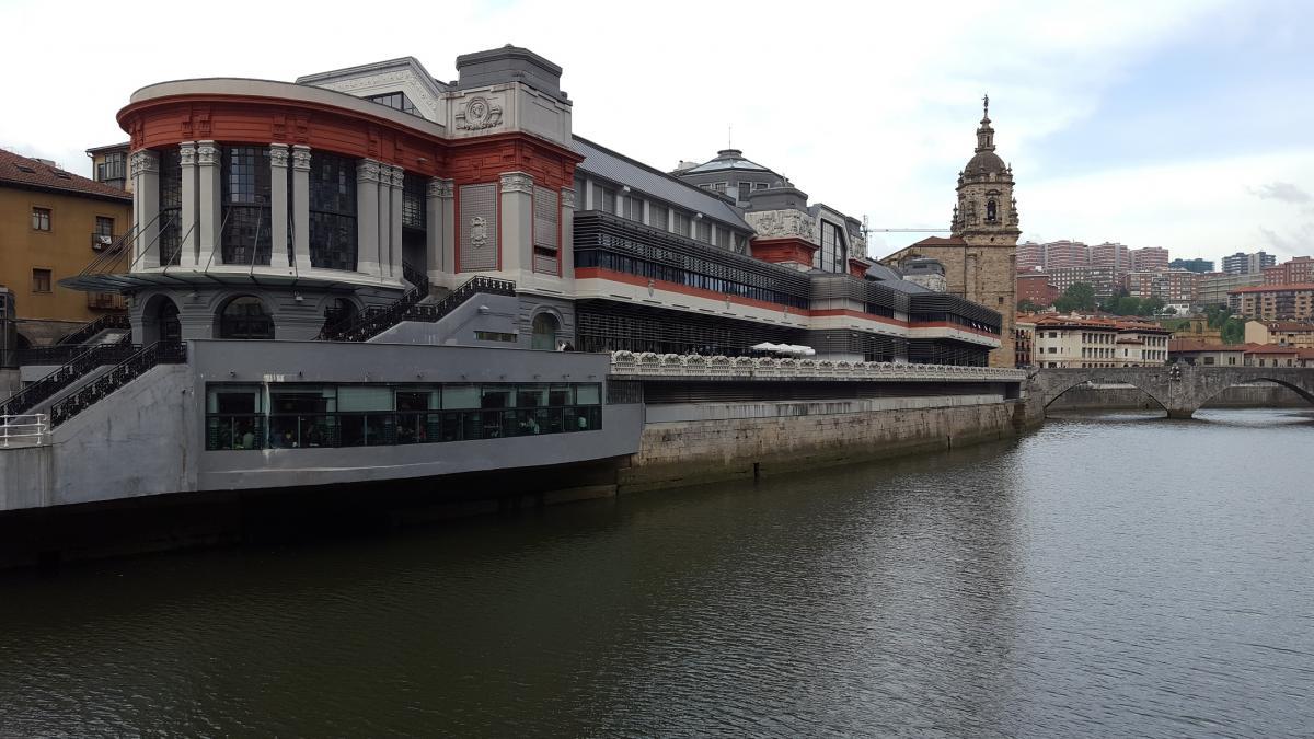 Los mercados municipales de Bilbao se despiden del verano y recuperan su horario habitual