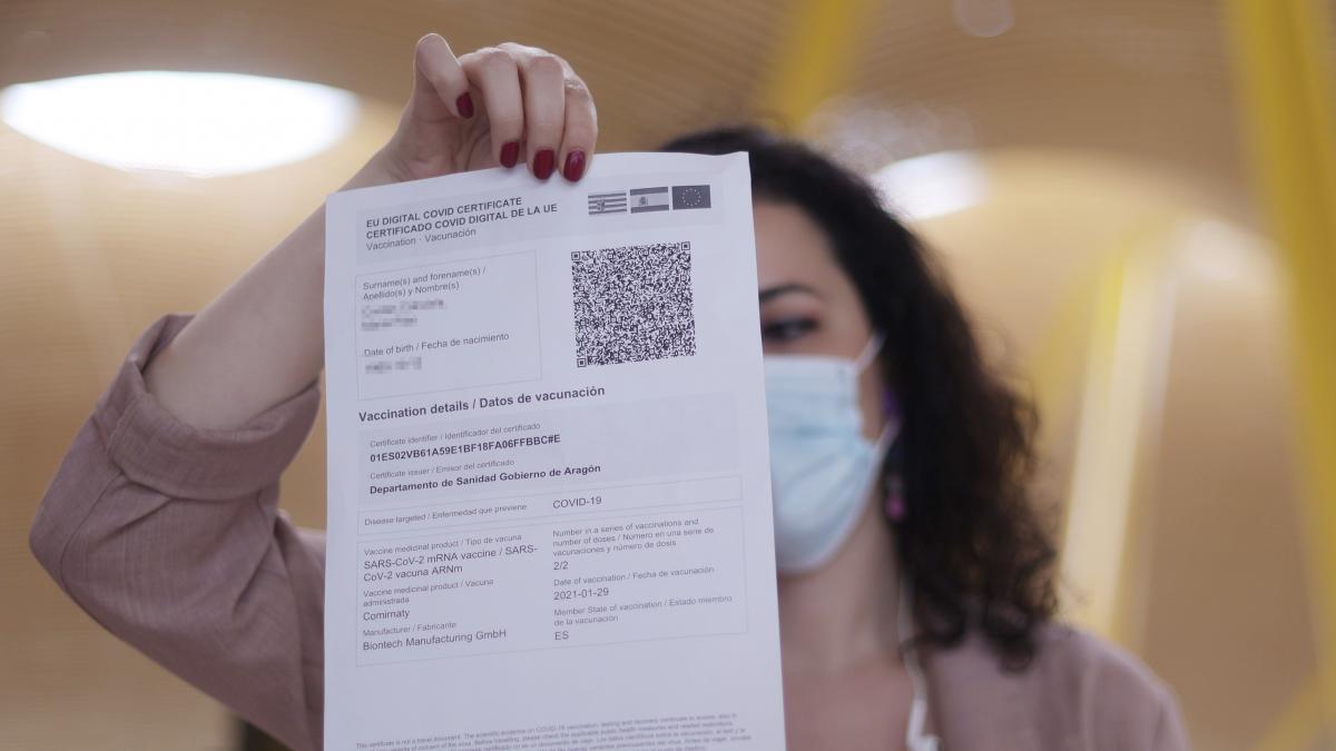 """Salud no prevé """"una regulación expresa"""" para dar """"un uso diferente"""" al 'pasaporte covid' en hostelería"""